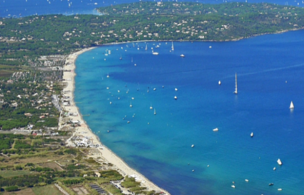 Camping vert à vendre dans le Golfe de St Tropez.